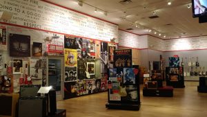 Loja Fender- Music Kolor visita fábrica da Fender em Corona