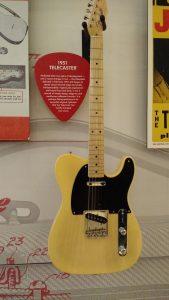 Telecaster 1951- Music Kolor visita fábrica da Fender em Corona