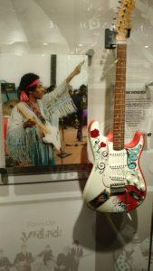 (Visita na Fábrica da Fender) Was an American rock guitarist, singer, and songwriter.