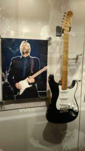 Guitarrista, cantor e compositor britânico nascido na Inglaterra
