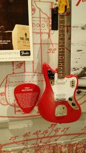 Mustang 1964- Music Kolor visita fábrica da Fender em Corona