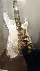 Stratocaster Fender Cromada- Music Kolor visita fábrica da Fender em Corona