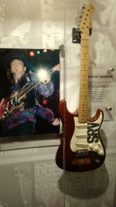 (Visita na Fábrica da Fender) Foi um guitarrista, cantor e compositor de blues elétrico norte-americano. Era o líder da Double Trouble.