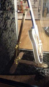Guitarra com fios de ouro- Music Kolor visita fábrica da Fender em Corona