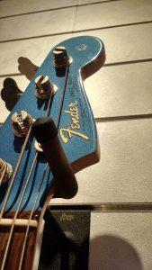 Decal Fender - Music Kolor visita fábrica da Fender em Corona