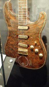 (Visita na Fábrica da Fender) Detalhes da guitarra anterior
