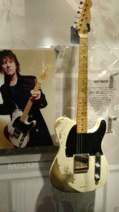 (Visita na Fábrica da Fender) Guitarrista britânico que tocou em várias bandas influentes da década de 1960 incluindo os The Yardbirds